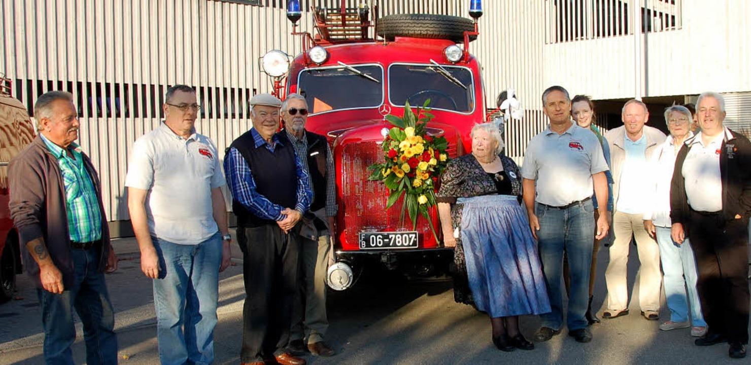 Herausgeputzt und geschmückt: Die Feue...itionalisten sind stolz auf Tante Ju.     Foto: Frey