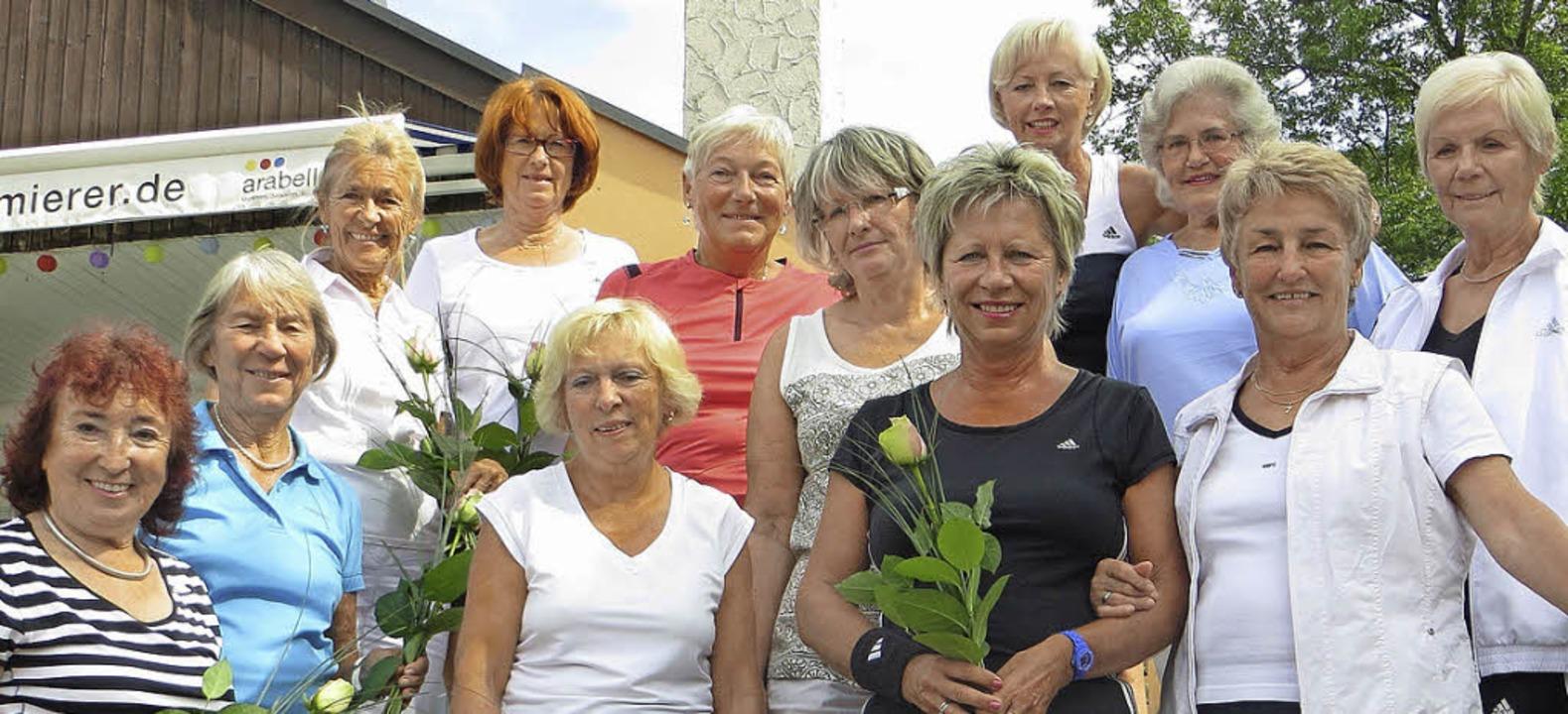Die Teilnehmerinnen am Jubiläumsturnier TC gegen TG   | Foto: zVg