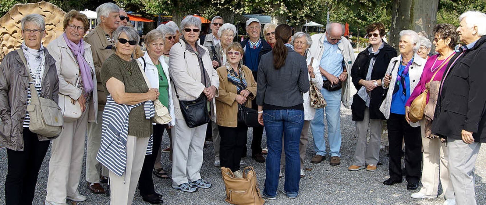 Aufmerksame Zuhörer: Eine Gruppe des o...ises bei der Stadtführung in Konstanz.  | Foto: Kohler