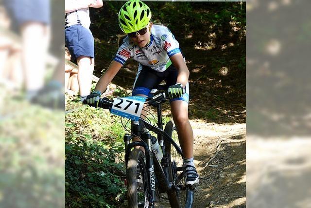 Rheinfelder Mountainbiker auf Podest