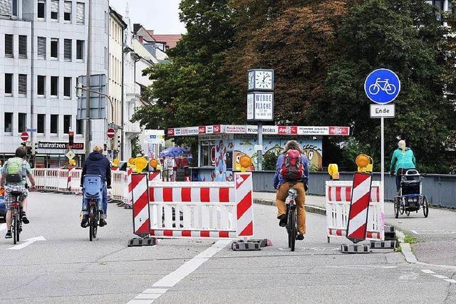 Neue Streckenführung auf der Kronenbrücke irritiert die Radler