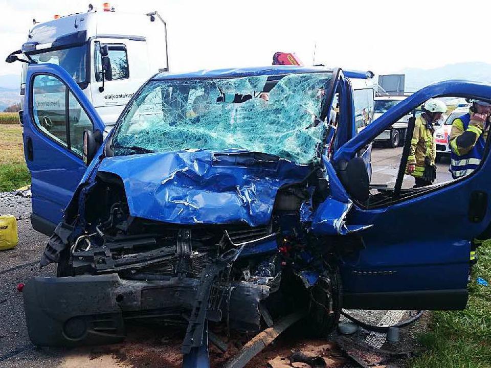 Völlig zerstört: Der Unfall hat eine Frau das Leben gekostet.  | Foto: Kamera24.tv
