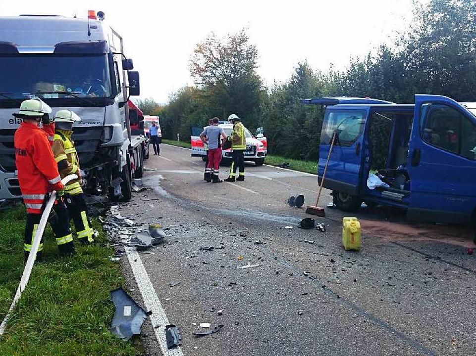 Der Lasterfahrer wurde nur leicht verletzt.  | Foto: Kamera24.tv