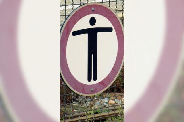 Bahnübergang: Stadt plant Protest