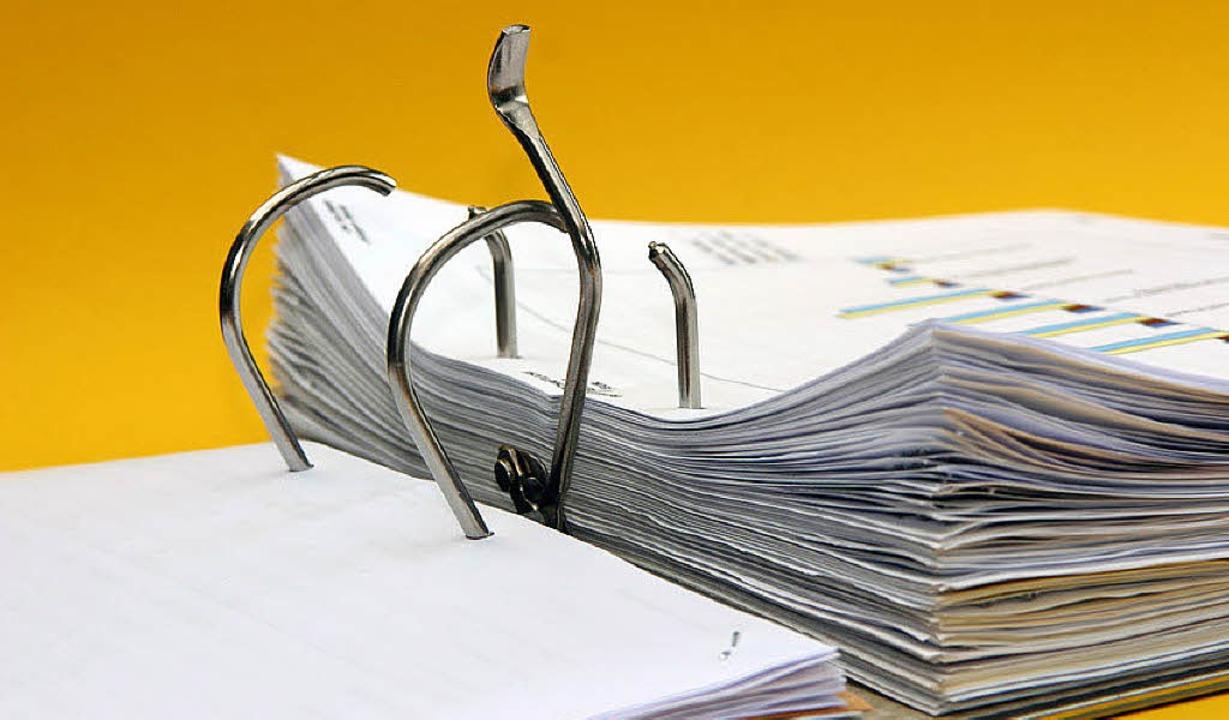 Ein Betreuungsverhältnis ist oft mit viel Papierkram verbunden,  <ppp></ppp>    Foto: Klaus Eppele /fotolia.com
