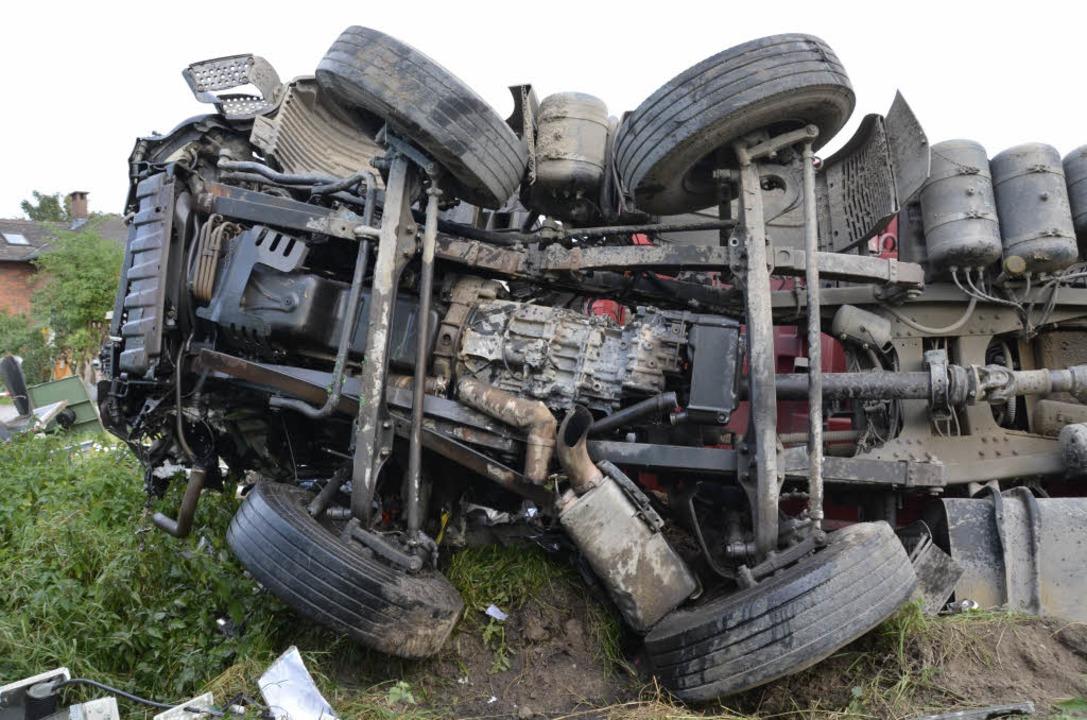 Der lkw-Fahrer starb noch am Unfallort.    Foto: Felix Held