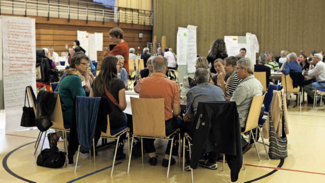 Rund 150 Teilnehmer machten sich Gedan...icklung des Leitbildes für Waldkirch.   | Foto: Gabriele Zahn