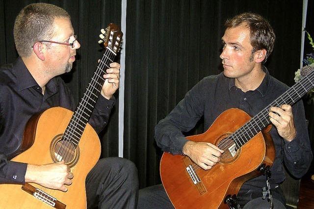 Ein Gitarren-Duo, das sich blind versteht