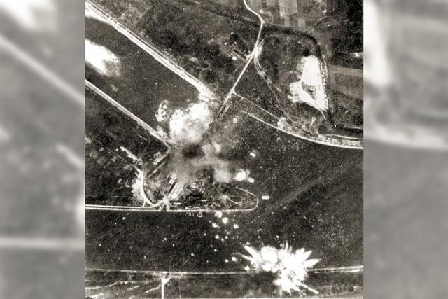 Bomber über dem Stauwehr