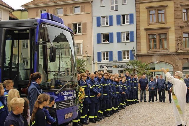 Ein Bus mit Blaulicht