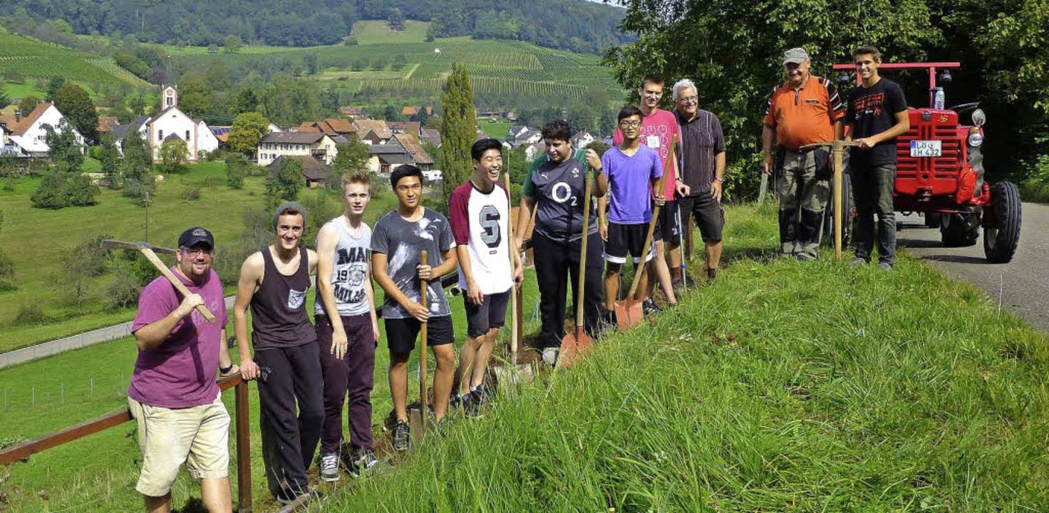 Im ehrenamtlichen Einsatz fürs Dorf: S...der Black Forest Academy in Feuerbach.  | Foto: Ilse Wissner