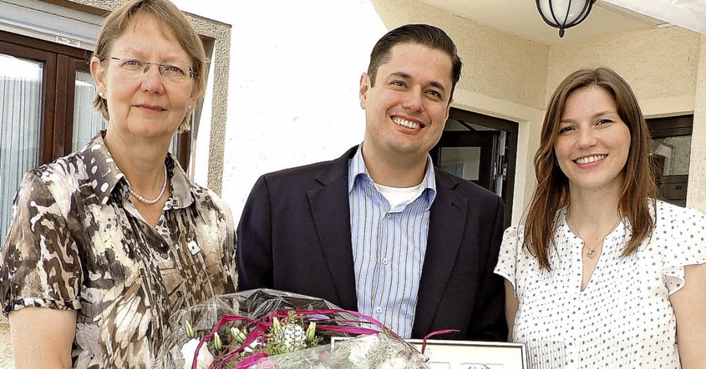Margot Hagemann (links) übergab ihre K... Lindenau-Abazari und Cyrus Abazari.    | Foto: privat