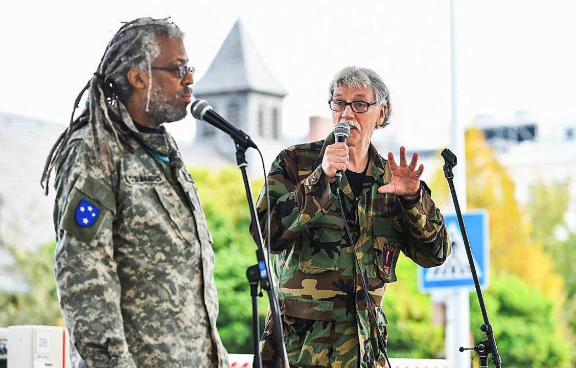 Theater um die Army: die Vietnam-Krieg... Stephen Summers (l.) und Dave Blalock  | Foto: dpa