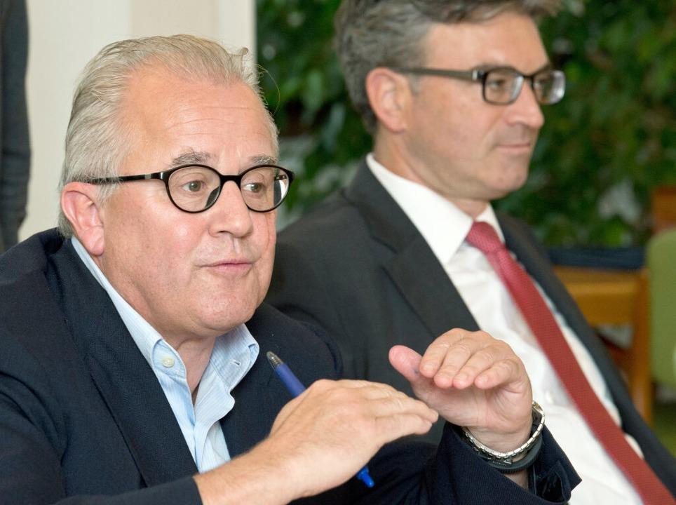 SC-Präsident Fritz Keller (links) und ... auf der gemeinsamen Pressekonferenz.   | Foto: Patrick Seeger