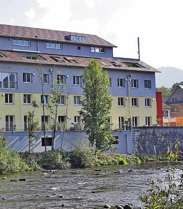 Eine der Immobilien, über die die Volk...ist diese hier an der Elz in Kollnau.   | Foto: ZVG