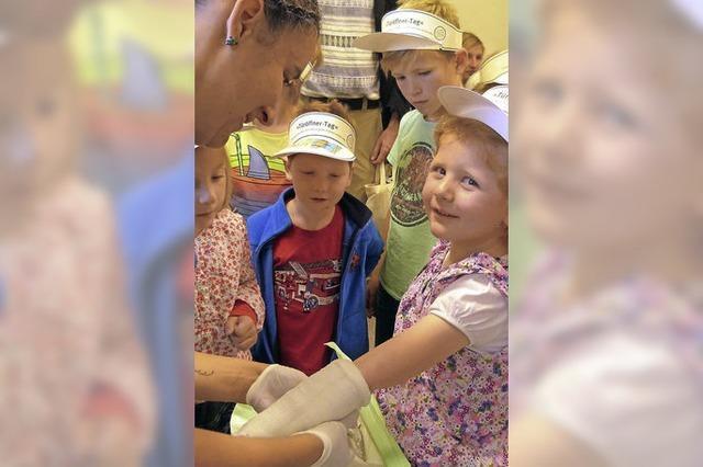 Wissbegierige Kinder im Krankenhaus