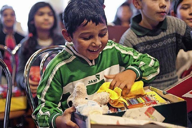 Mit kleinem Karton Kindern große Freude machen