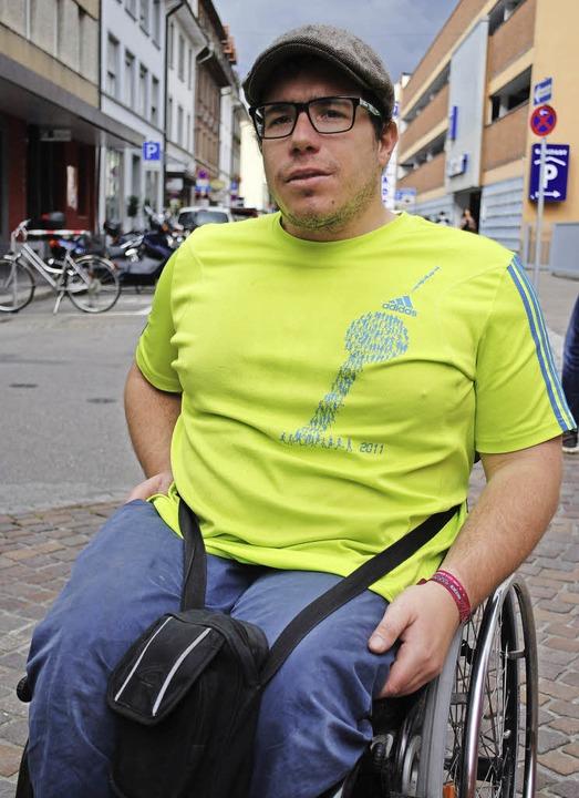 Im T-Shirt vom Berlin-Marathon: der er...acher Rollstuhlsportler Jochen Gerbel     Foto: Thomas Loisl Mink