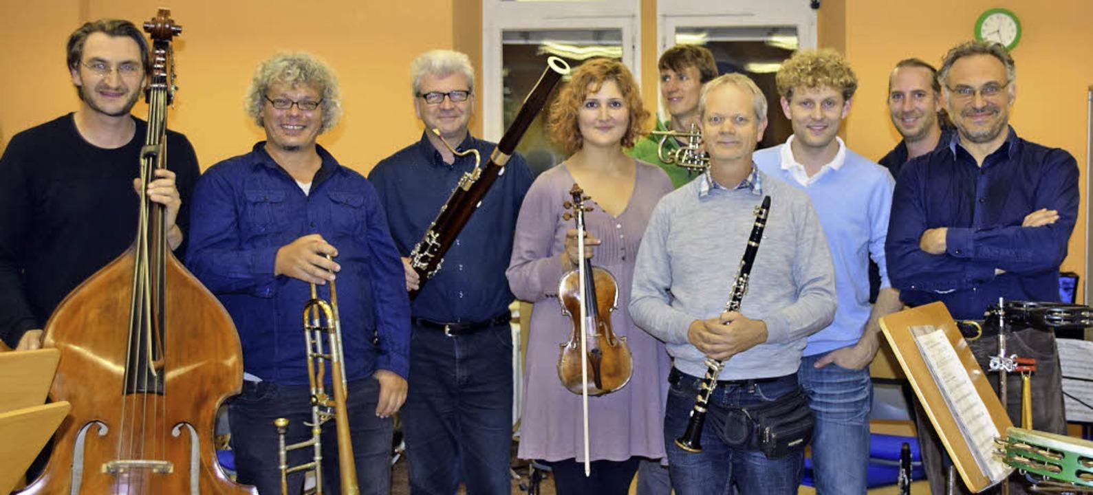 Projekt-Ensemble: (von links) Bernd Sc...thammer und Dirigent  Stefano Mariani   | Foto: Sarah Nöltner
