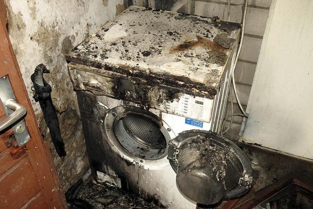 Frau muss nach Brand ins Spital