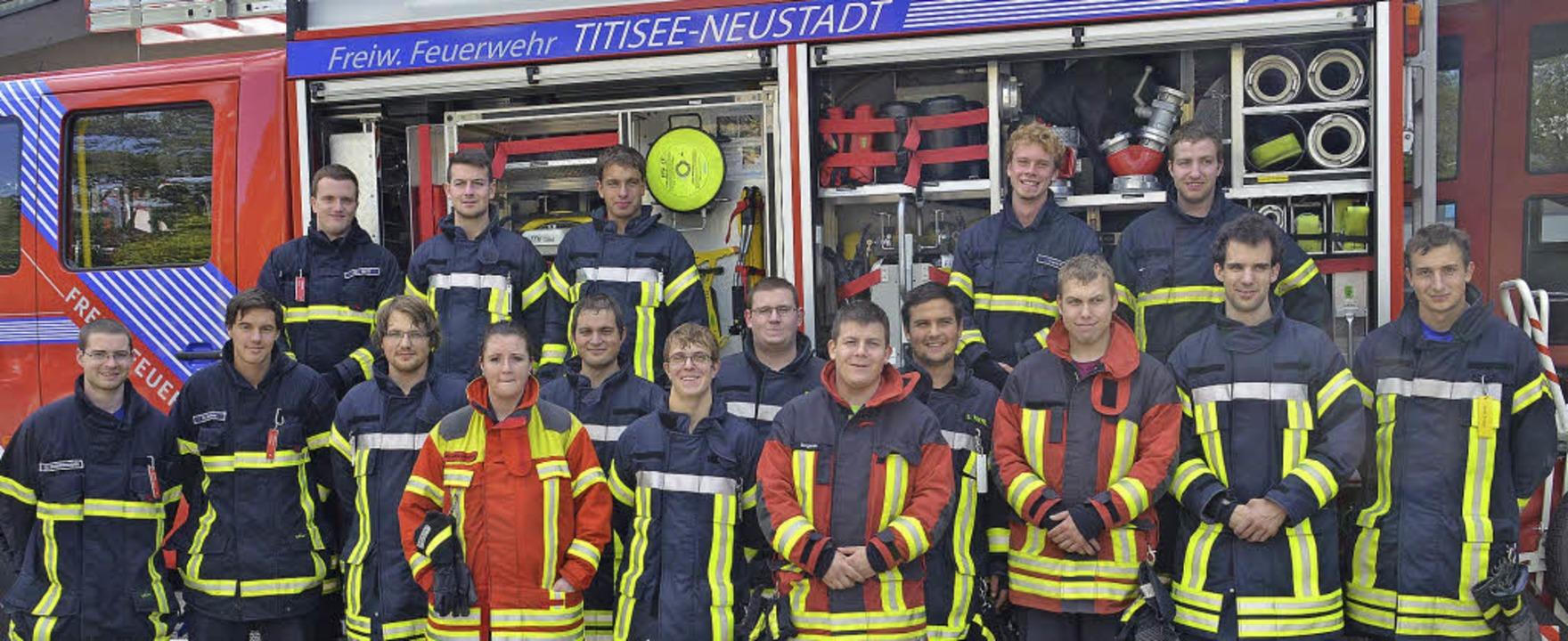 17 Feuerwehrleute haben  ihre Truppführerausbildung erfolgreich abgeschlossen.     Foto: feuerwehr
