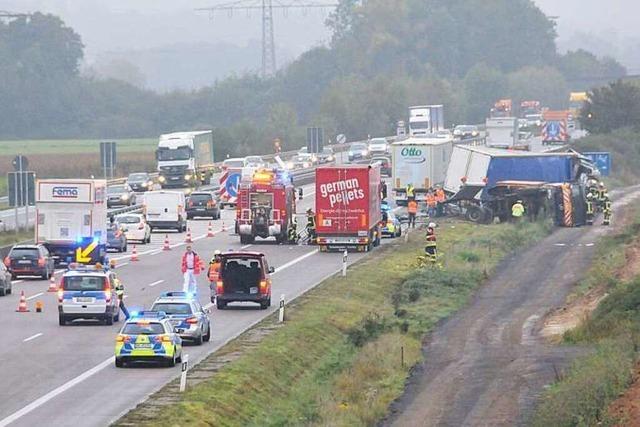 Lkw-Unfall bei Offenburg – langer Stau, 150.000 Euro Schaden