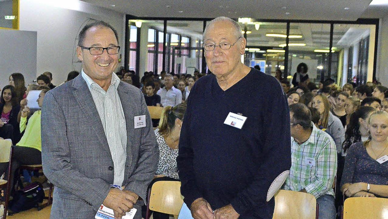 Manfred Stratz (links) und Manfred Gre...r Beginn des Berufsinformationsabends.  | Foto: Ralf H. Dorweiler