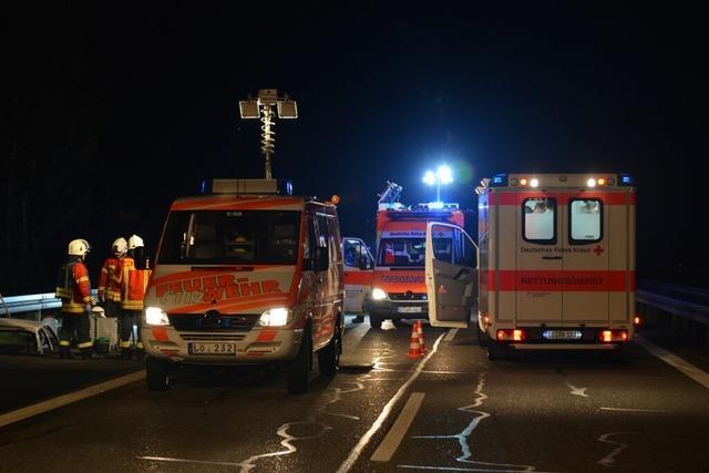 Falschfahrerin verursacht schweren Unfall auf der A5