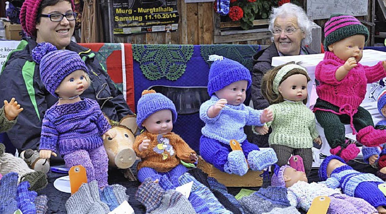 Jutta Vollmann und ihre  Mama stricken immer gern für Groß und Klein.  | Foto: Sandhya Hasswani