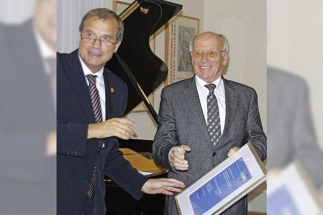 25 Jahre Haus Salmegg-Verein - Karlheinz Hoppe wird Ehrenmitglied
