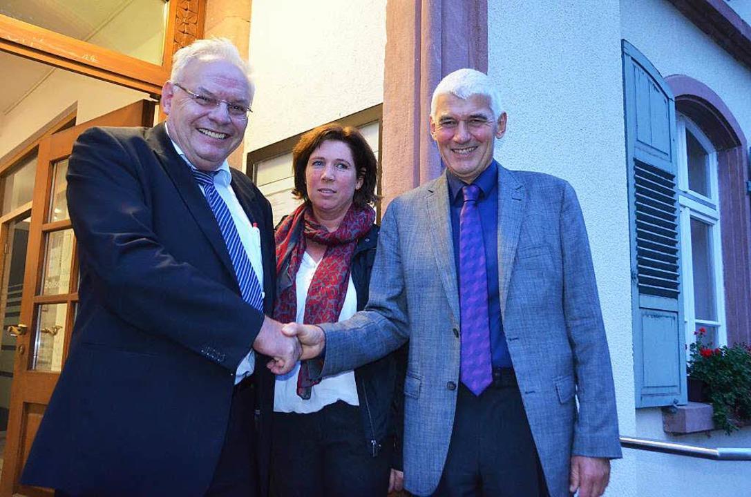 Gratulation: Bürgermeisterstellvertret...f Schweizer, hier mit Gattin Cornelia.  | Foto: Andrea Gallien