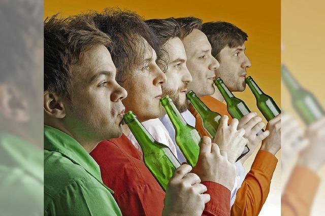 """Fünf Männer an der Flasche: """"GlasBlasSing Quintett"""" in Bonndorf"""