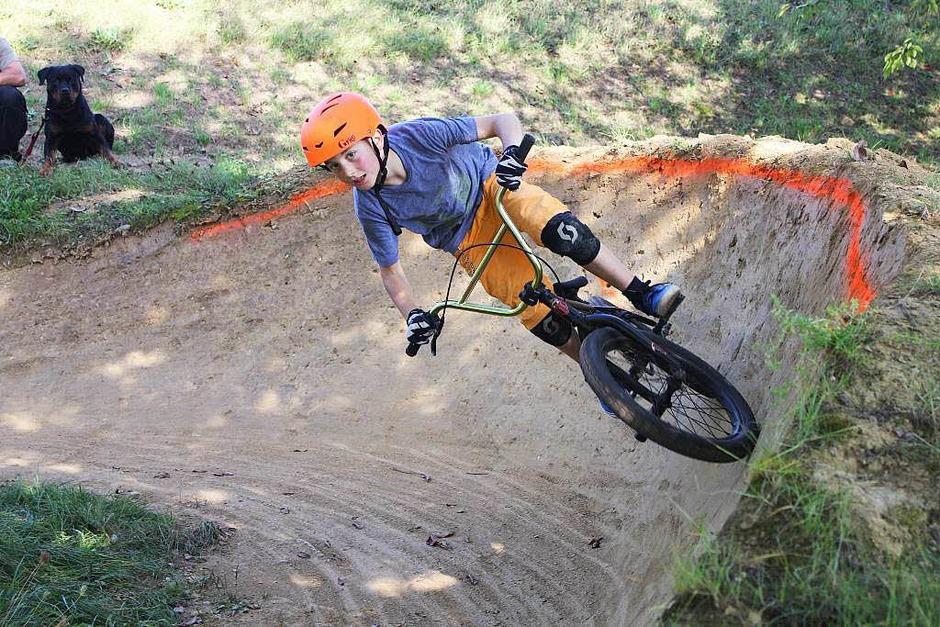 Mit der richtigen Technik sind auch spektakuläre Fahrten mit dem BMX möglich. (Foto: Erik Stahlhacke)