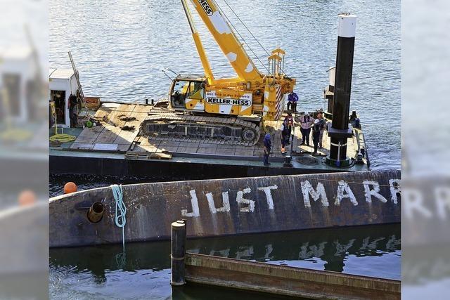 Bergung des umgekippten Schiffs erweist sich als schwierig