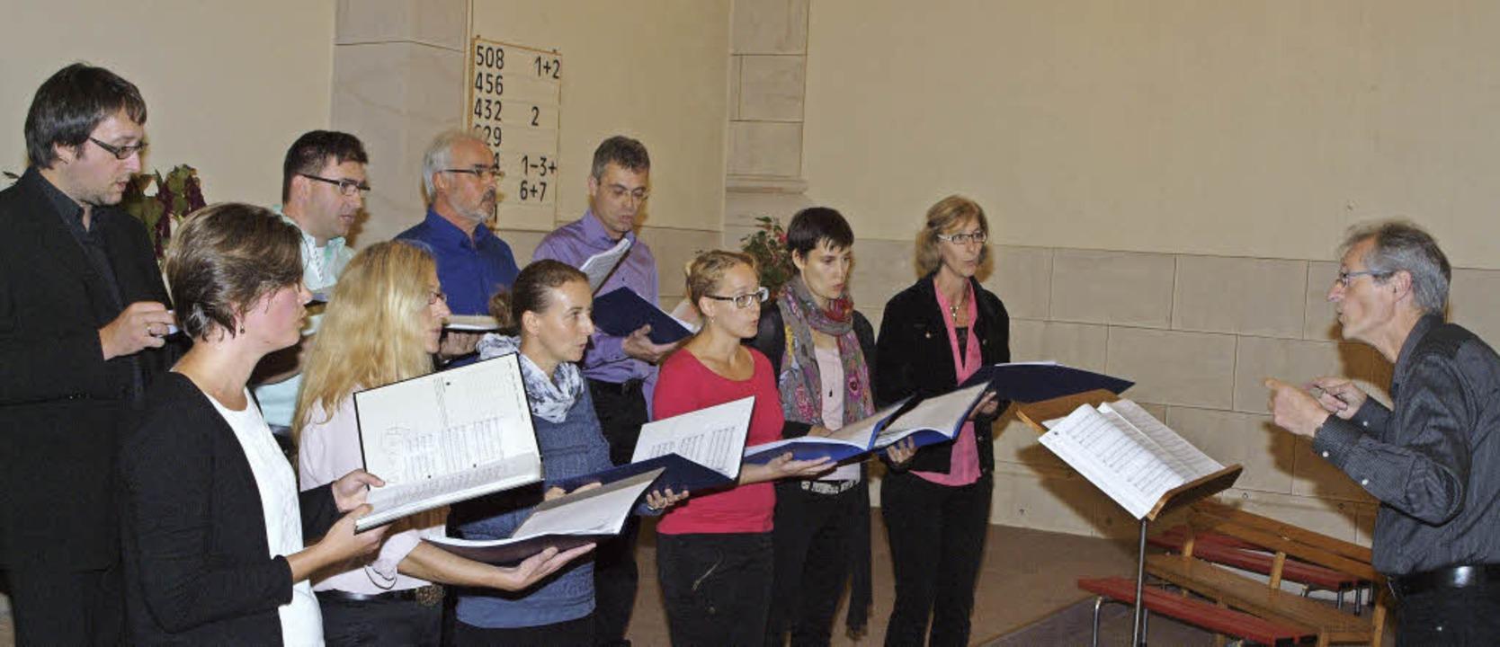 Viel Beifall erhielt der Kenzinger Chor Tonart beim jüngsten Kirchenkonzert.  | Foto: Michael haberer
