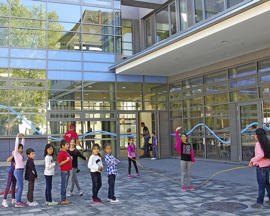 Im neuen Schulhof   | Foto: Frey