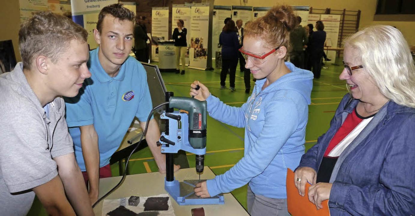 Auffallend bei der Jobstartbörse war d...se der Mädchen an technischen Berufen.  | Foto: Christa Hülter-Hassler