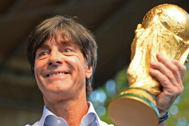 Jogi Löw bringt den WM-Pokal nach Schönau