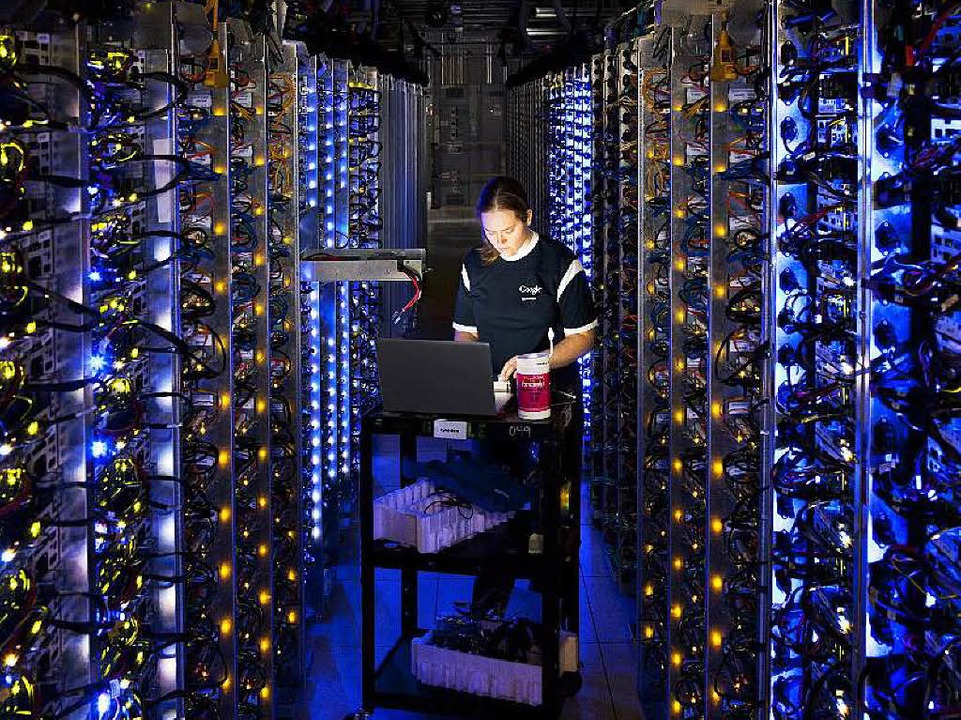 Serverfarmen, Datenströme, Clouds: Software bestimmt unser Leben.    Foto: dpa