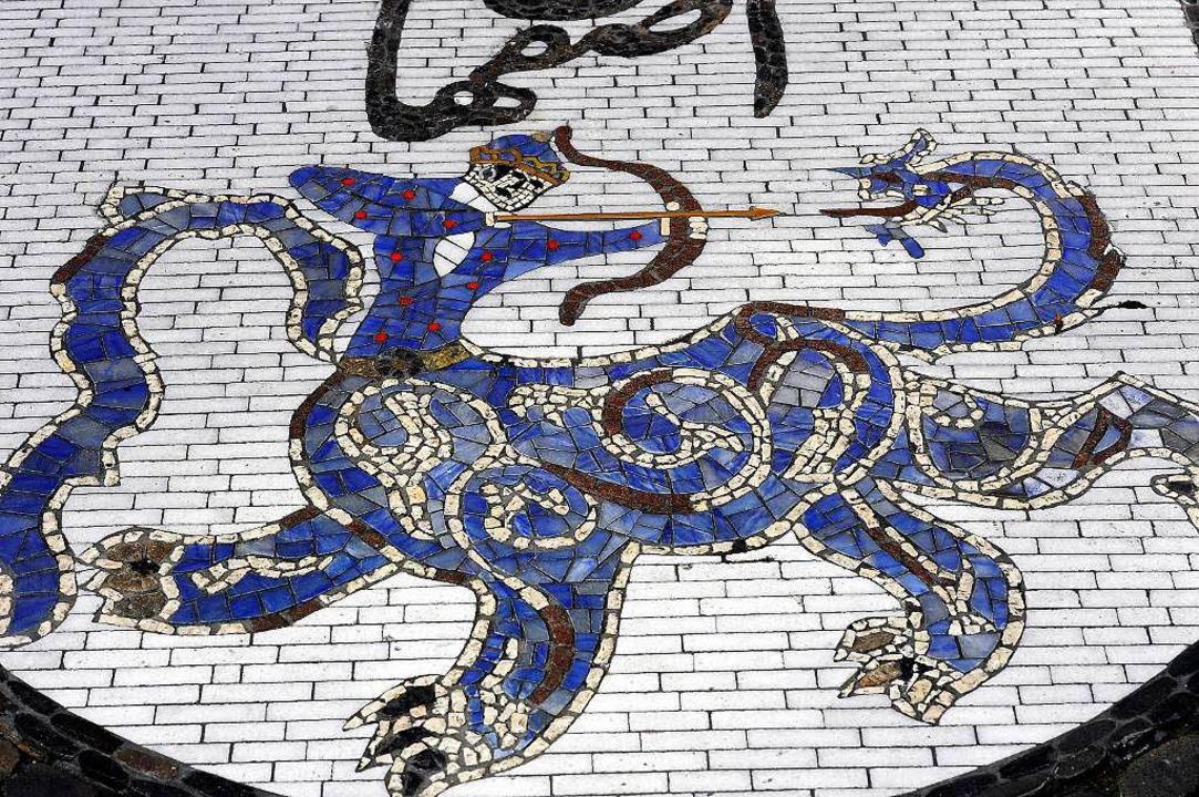 Das Stadtwappen von Isfahan auf dem Freiburger Rathausplatz.  | Foto: Ingo Schneider