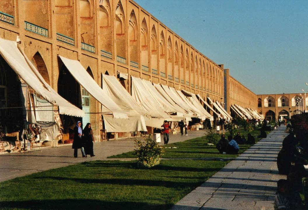 Geschäfte unter den Arkaden auf dem ze...rgs Partnerstadt Isfahan im Juni 2005.  | Foto: Margrit Heyn