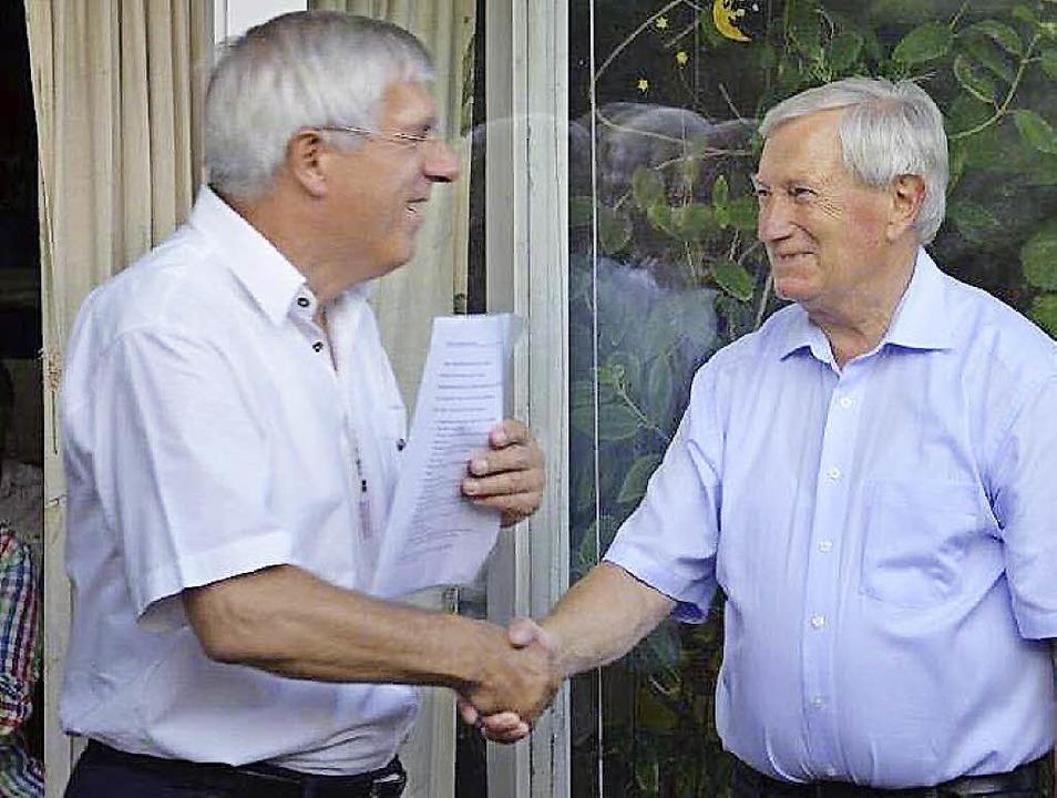 Der bisherige Präsident Gunther Zink (...ng die Präsidentschaft an Walter End.   | Foto: privat