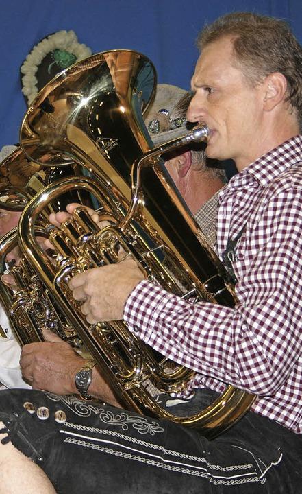 Lederhose und Blasmusik – das passt auch in Ehrenkirchen gut zusammen.     Foto: Martina Faller