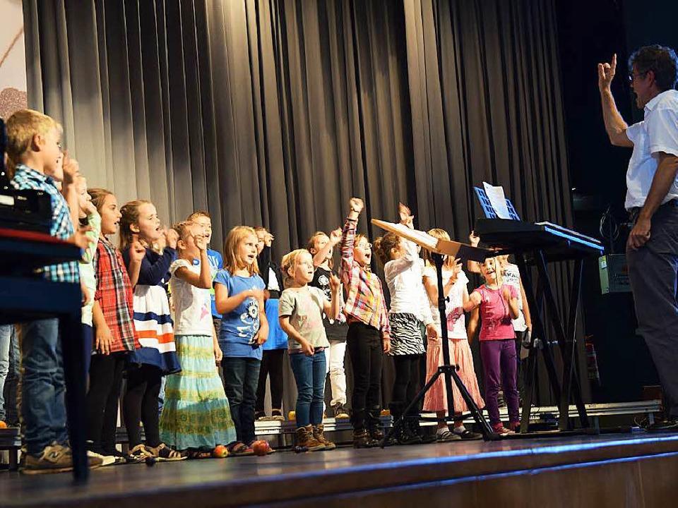 Chor der Klassen 2 bis 4 der Rheinschule in Grißheim  | Foto: Beatrice Ehrlich