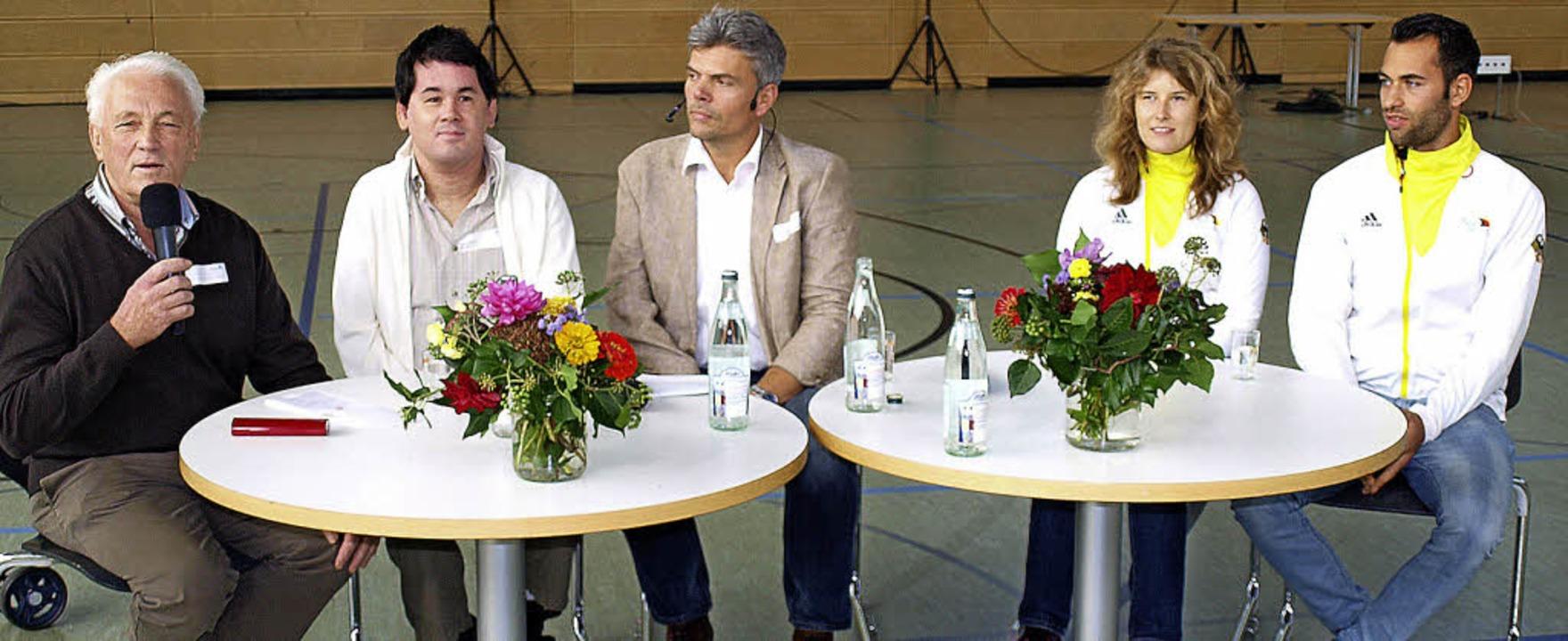 Die Teilnehmer der Podiumsdiskussion: ...aller, Vivian Hösch und Michael Huhn.   | Foto: Paul Schleer