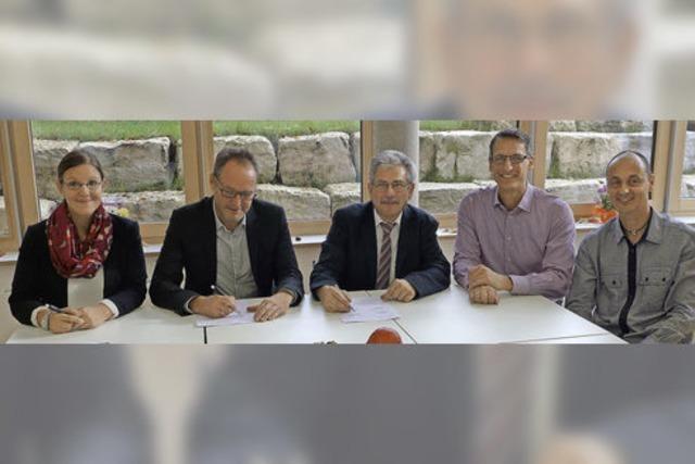 Ganter Interior und die Realschule Kollnau unterzeichnen Bildungspartnerschaft