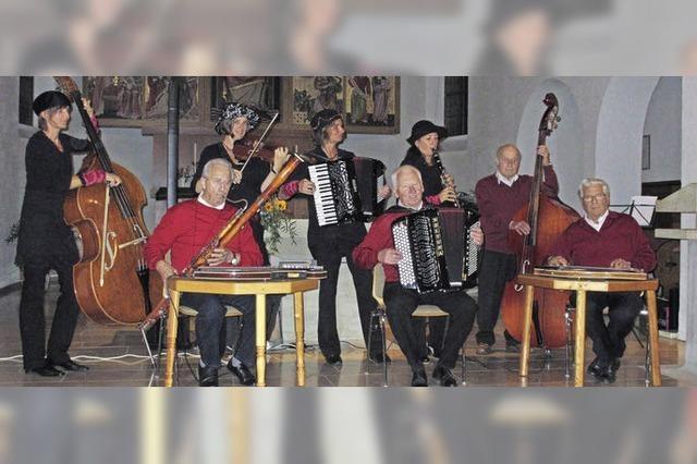 Olga B. und die Hölzlebrucker Stubenmusik in Titisee