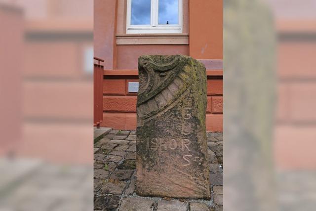 Gedenkstein am Rathaus lässt nicht vergessen