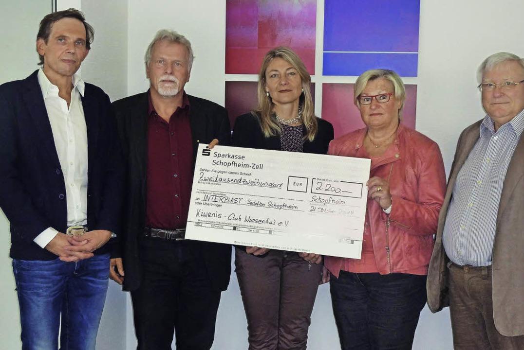 Stefan Klever, der neue Kiwanis-Präsid...für die Interplast-Arbeit (von links).  | Foto: zvg