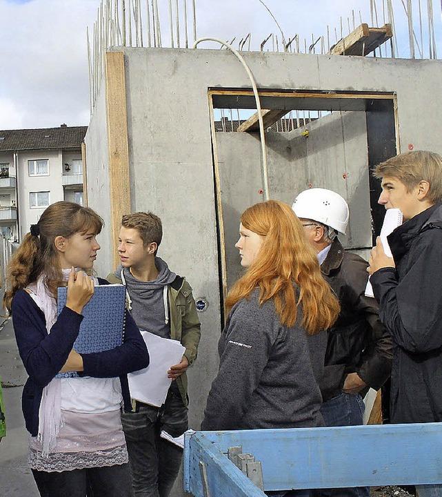 Kenntnisse über Beton holten sich die Schüler vor Ort ein.   | Foto: A. Greiner